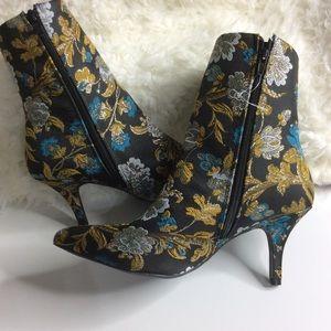 Qupid  Kitten Heel Ankle Pointy Toe Boots Sz 8